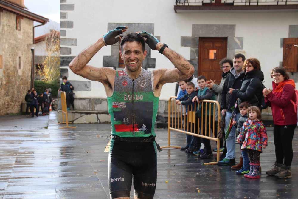 Eneko Gurrutxagak jantzi du Euskal Herriko Mendi Duatloien Zirkuituko txapela