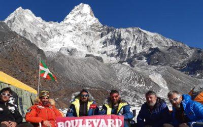 Everesterako lehen fasea burutu du Alex Txikonek, Ama Dablam igota